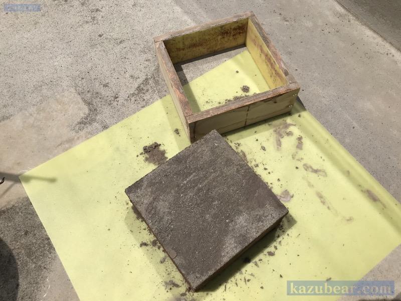 木枠からコンクリートブロック取り外し