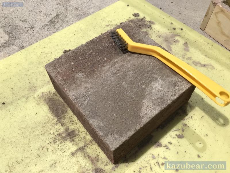 コンクリートブロック表面の荒削り